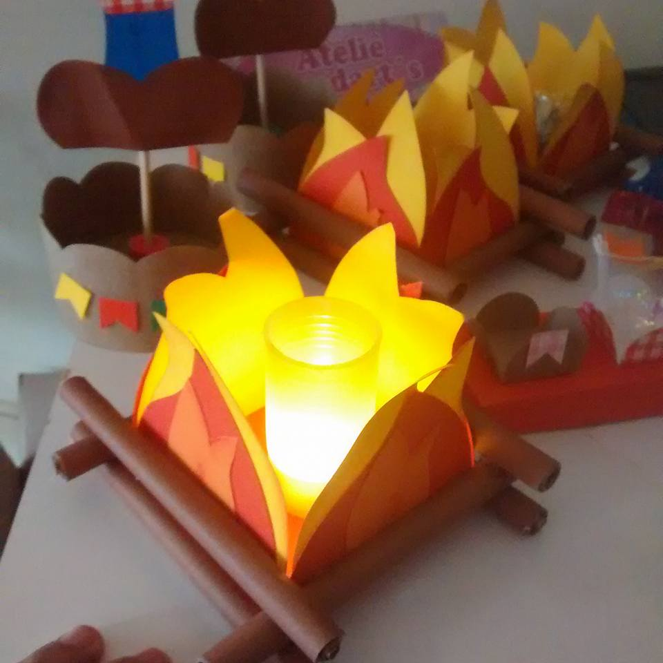 Bonfires like table lamps as ornaments of the June party.