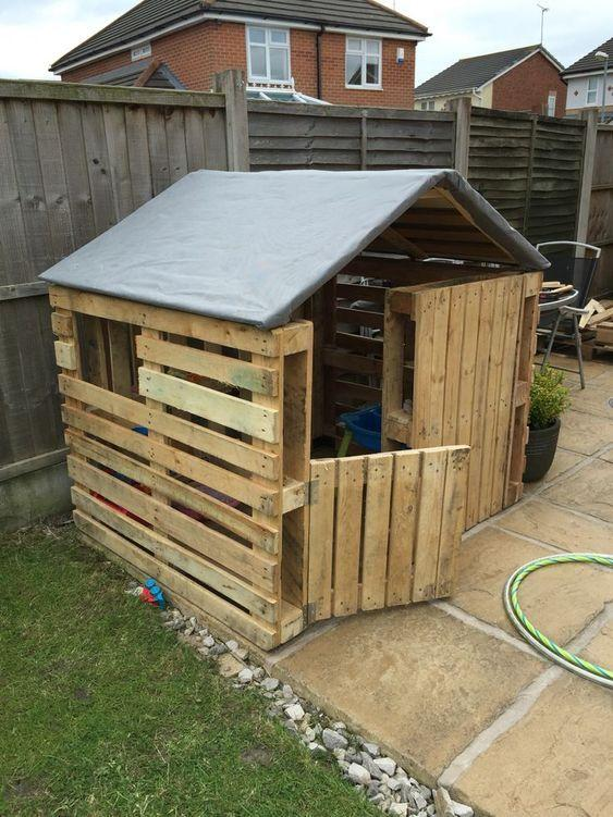 pallet house with reinforced roof