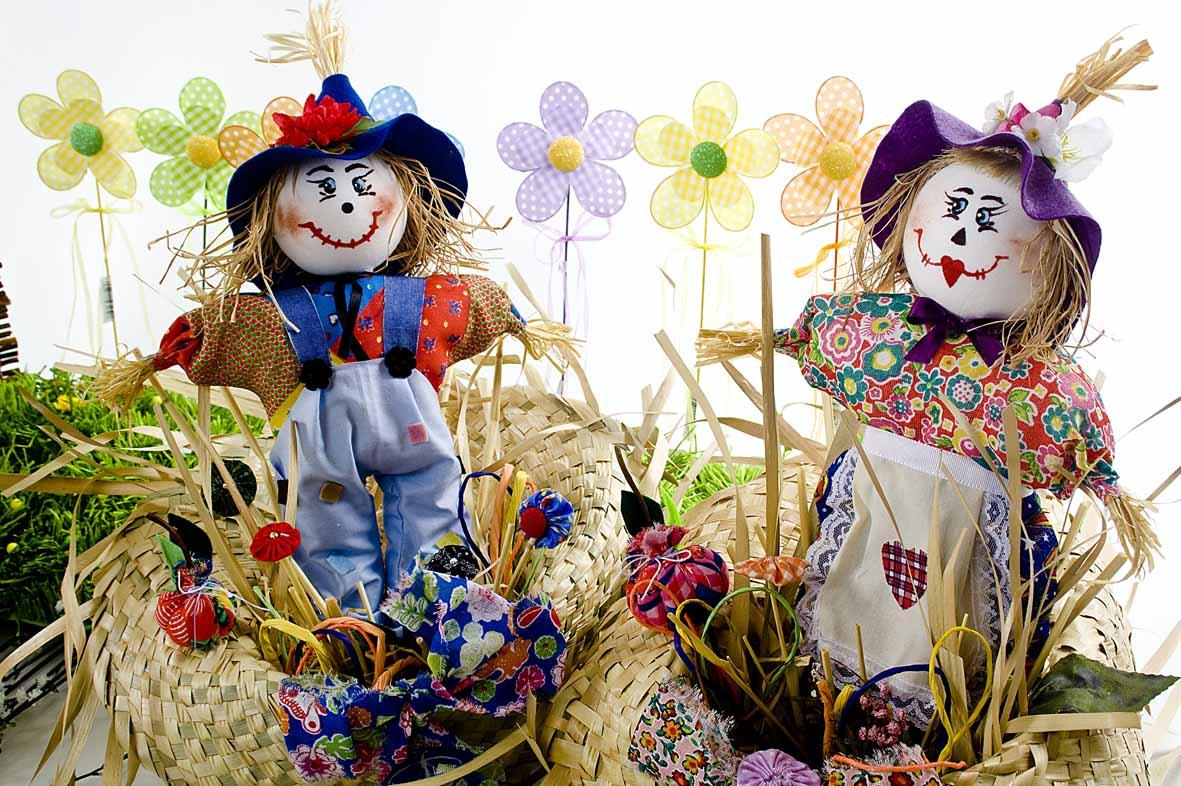 Scarecrows are super cute June party decorations.